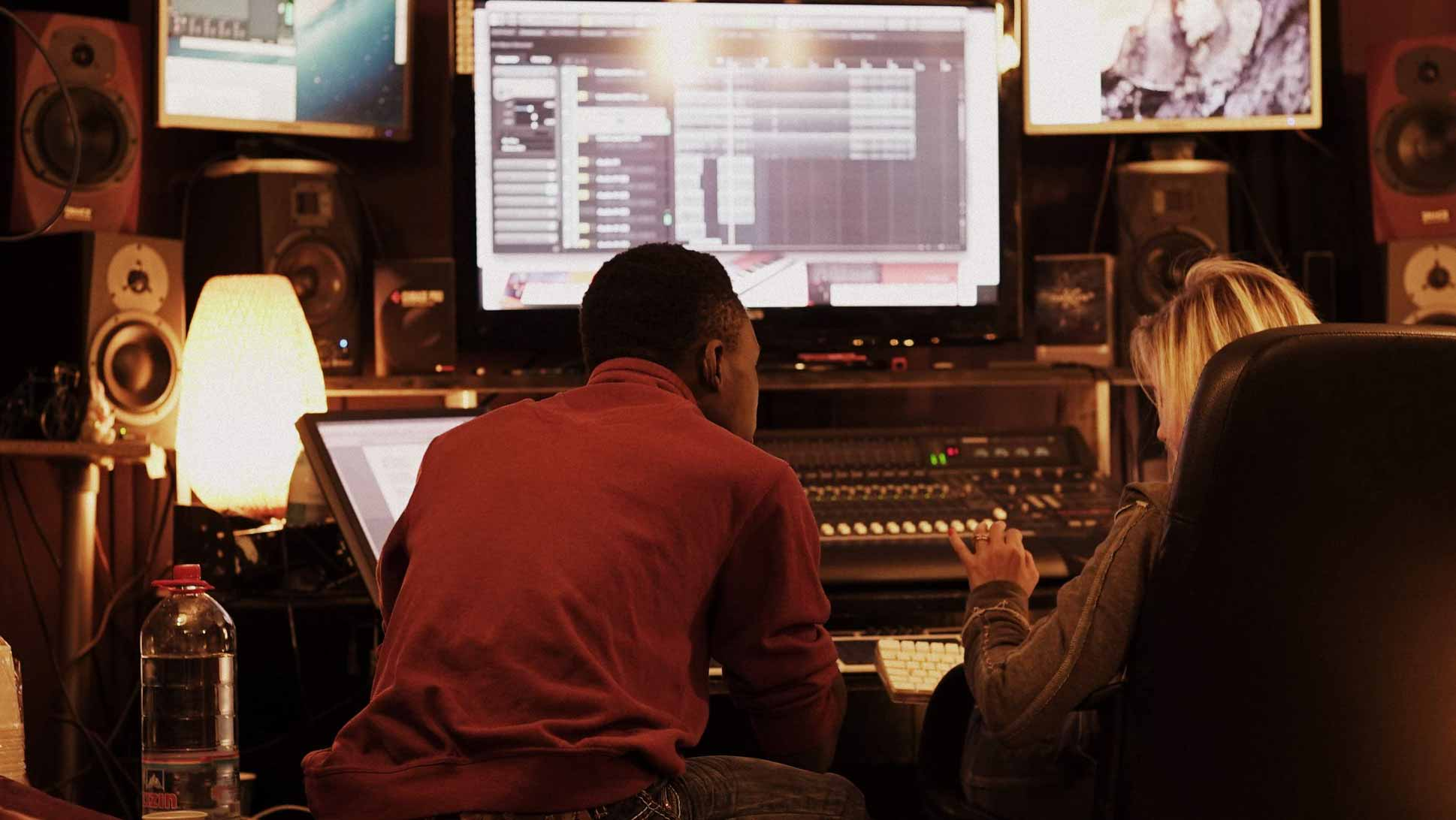 Studio de inregistrari audio productie muzicala mix master compozitor producator beatmaker cover