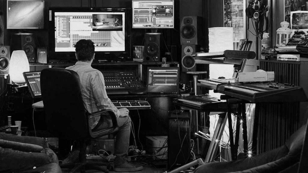 producator compozitor textier beatmaker regizor videoclip inginer sunet mixaj masterizare